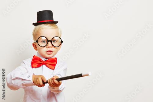 Valokuva Kind als Magier macht Zaubershow