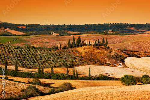 Stickers pour portes Orange eclat Tuscany landscape at sunset. Tuscan farm house, vineyard, hills.