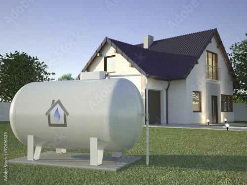 Photographie Réservoir d'essence près de maison