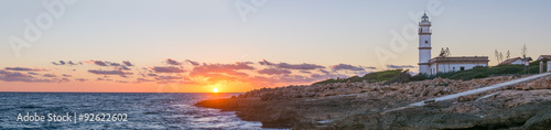 Montage in der Fensternische Leuchtturm Leuchtturm Cap de Ses Salines, Mallorca - hochauflösendes Panorama