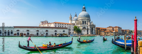 Spoed Fotobehang Gondolas Gondola on Canal Grande with Basilica di Santa Maria della Salute, Venice, Italy