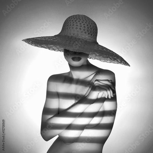 seksowna-naga-kobieta-w-kapeluszu