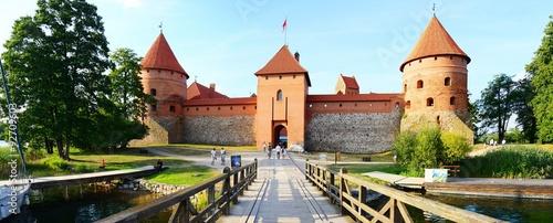 Foto auf Gartenposter Schloss Galves lake,Trakai old red bricks castle view