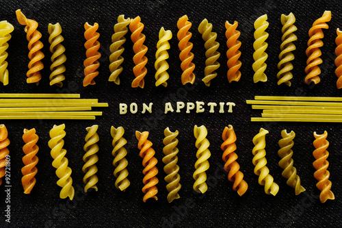 Plakaty do jadalni bon-appetit-page-spelled-by-pasta-on-black
