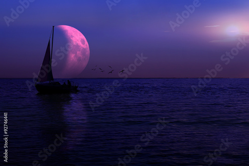 Photo  Łódka na jeziorze, księżyc.
