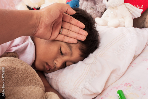 Fotografia  a little asian boy sick