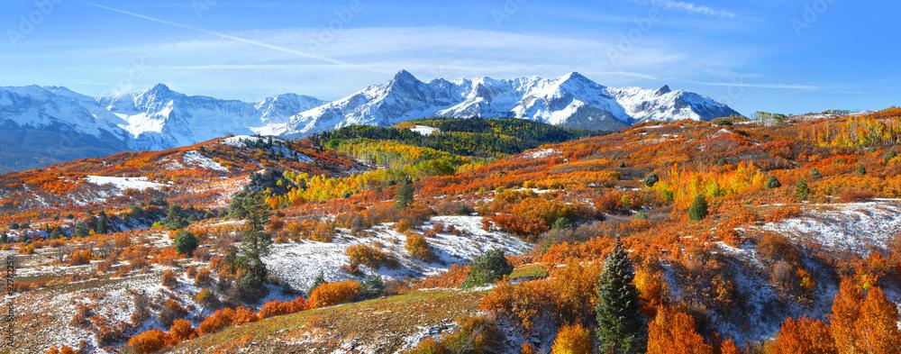 Fototapeta Continental divide in autumn time near Ridge way Colorado