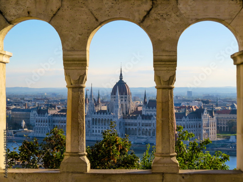 Photo  Parliament building, Budapest city, Hungary - as seen through the arches of Buda