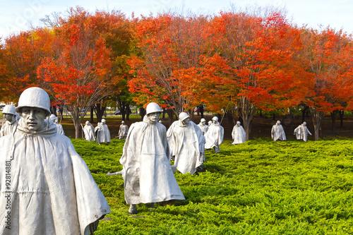 Zdjęcie XXL Wojna Koreańska weteranów pomnik na Krajowym centrum handlowym w washington dc. Jasne kolory jesieni podkreślają dramatyczny wyraz The Memorial.