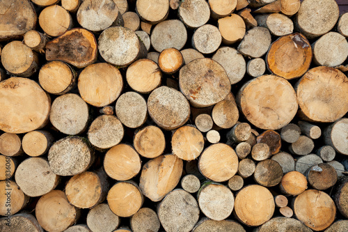 La pose en embrasure Texture de bois de chauffage Wood log pile background, natural colors and texture
