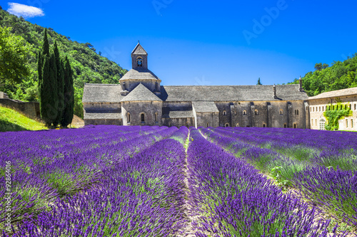 In de dag Lavendel Provence - abbey of Senanque with blooming lavander.France