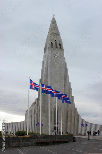Valokuva  Die berühmte Hallgrimskirkja, Wahrzeichen der Stadt Reykjavik (Island)
