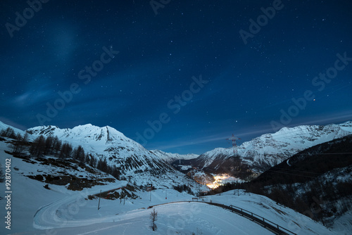 Poster Nuit La Thuile ski resort at night