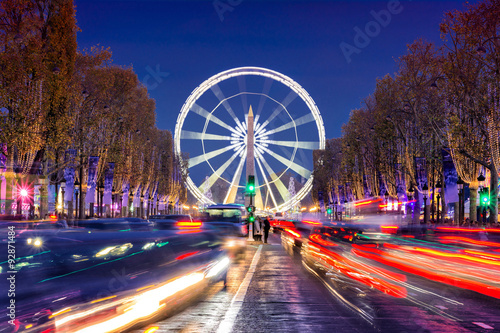 Photo  Avenue des Champs-Elysees with Christmas lighting leading up to the Grande Roue