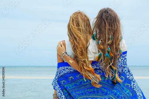 Fotografie, Obraz  two happy hippie girls