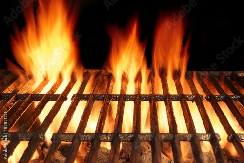 In de dag Grill / Barbecue Empty BBQ Cast Iron Hot Grill With Burning Charcoal Fire