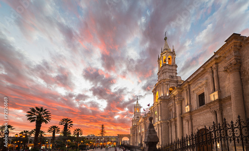 Photo The Cathedral of Arequipa, Peru, at dusk