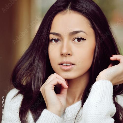 fototapeta na lodówkę Beautiful girl face - outdoor. Close up