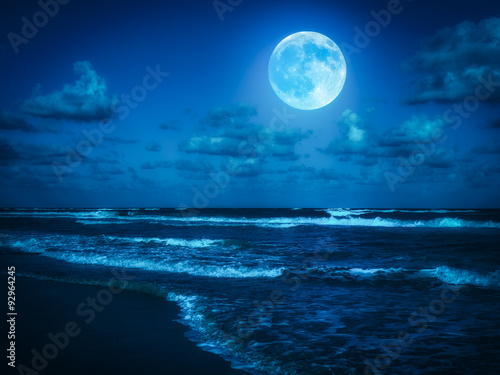 Valokuva Beach at midnight with a full moon