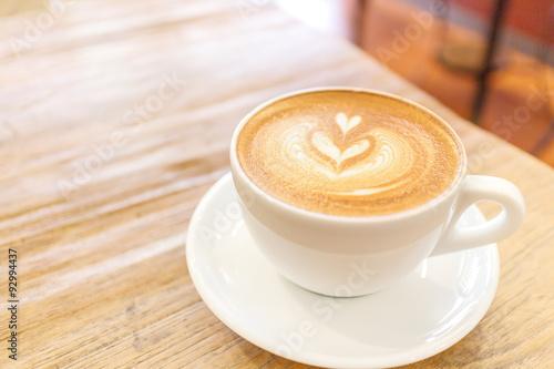 Fotografie, Obraz  Šálek kávy latte umění na dřevěném stole