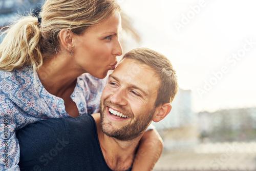 Fototapety, obrazy: Woman Kissing Man