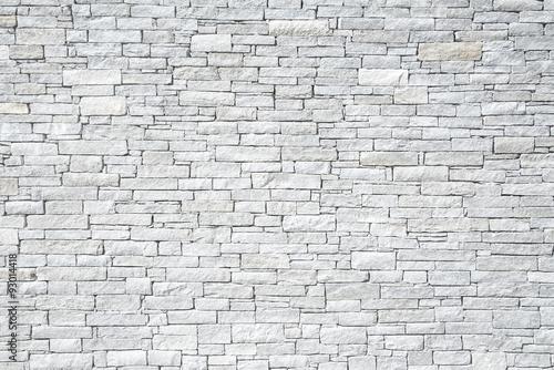 jasnoszary-mur-z-nierownych-cegiel