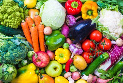 La pose en embrasure Cuisine Vegetables and fruits background.