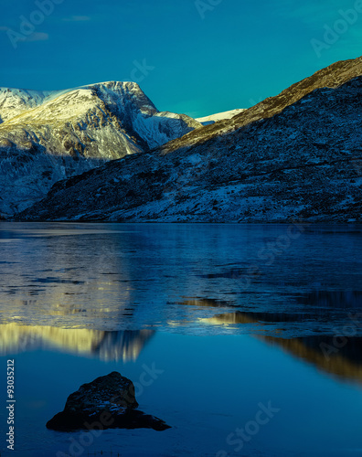 Winter Evening Sunset, Lake Ogwen, Snowdonia National Park, Wales плакат