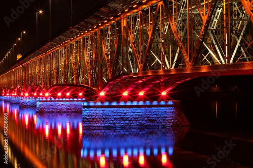 pieknie-podswietlony-most-w-plocku-polska