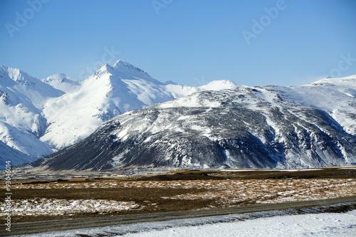 Tuinposter Bergen Snowy mountain landscape in Iceland
