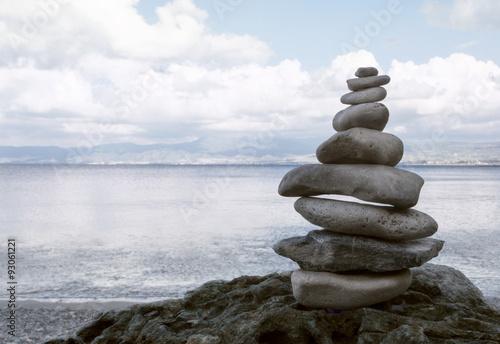 Photo sur Plexiglas Zen pierres a sable stack of zen stones