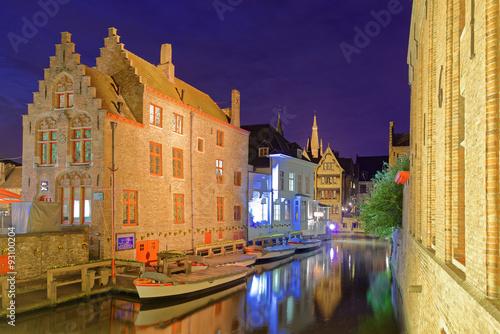 Autocollant pour porte Bruges Boote auf den Kanälen von Brügge bei Nacht