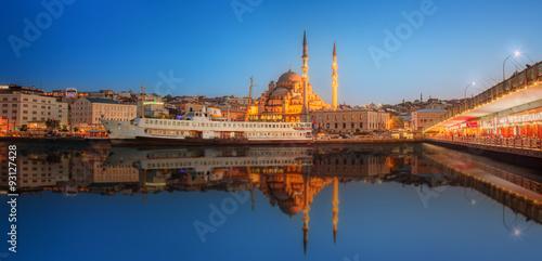 Fotografie, Obraz  Panorama Istanbulu v dramatické slunce