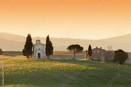 Deurstickers Toscane Tuscany landscape at sunrise with a little chapel of Madonna di Vitaleta, Italy.