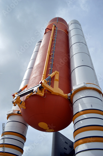 Deurstickers Nasa Cape Canaveral, Florida, USA - May 6, 2015: Space Shuttle Solid Rocket Boosters and External Tank on display at Kennedy Space Center