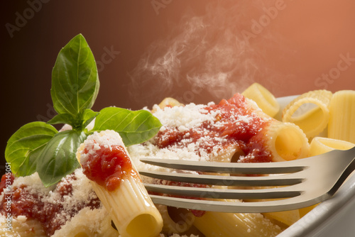 фотография  dish with macaroni and tomato sauce