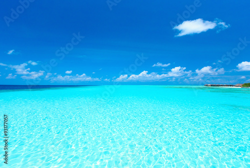 Photo Stands Turquoise beach in Maldives