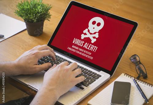 Fotografía  computer desktop infected