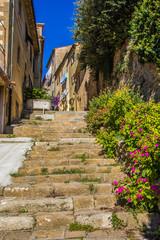 FototapetaVicolo nella città medievale di Volterra in Toscana