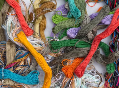 Foto op Plexiglas Paradijsvogel colored threads