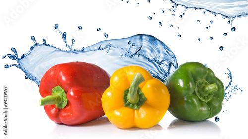 czerwony-zolty-zielony-pieprz-z-odrobina-wody
