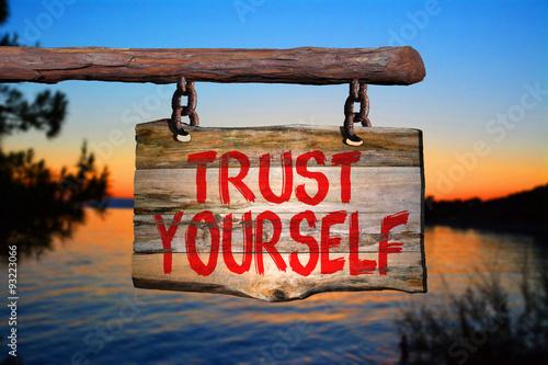 Fotografía  Trust yourself sign