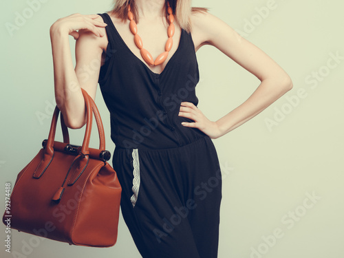 Plakat  Elegant fashion woman with leather handbag