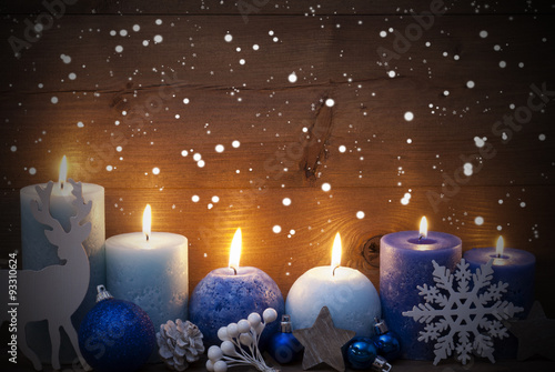 Foto-Lamellenvorhang - Christmas Card With Blue Candles, Reindeer, Ball, Snowflakes (von Nelos)