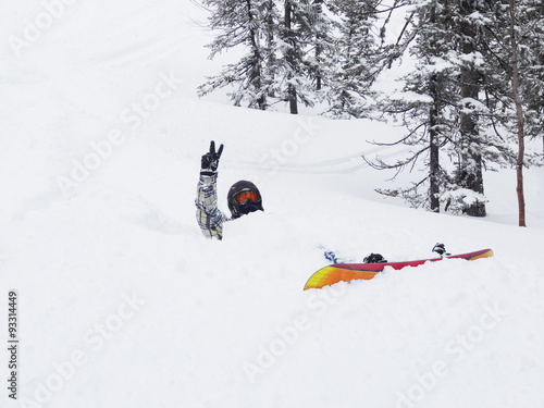 Poster Wintersporten snowboarder in a snow drift