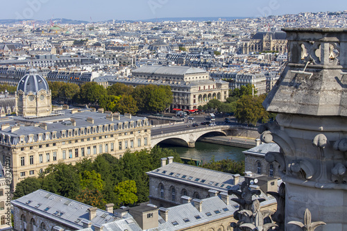Poster de jardin Paris PARIS, FRANCE, on AUGUST 30, 2015. A view of the city from a survey platform on Notre-Dame de Paris. This look is one of the most beautiful views of Paris from above