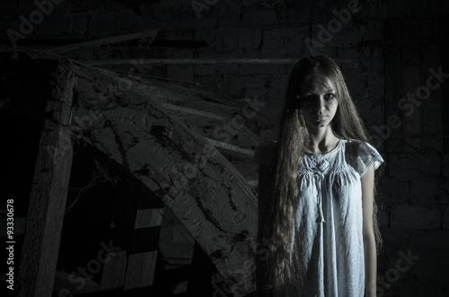Fotografia Horror girl in white dress
