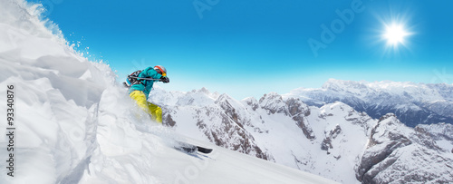 La pose en embrasure Glisse hiver Man skier running downhill