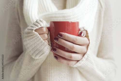 Photo sur Toile The Cup of tea or coffee in female hands.