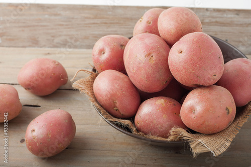 Fotografie, Obraz  red potatoes in a bowl on wooden background